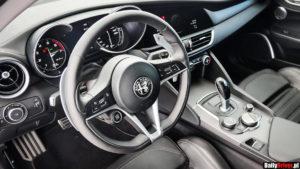 Alfa Romeo Giulia ma na kierownicy starter niczym ten z Ferrari